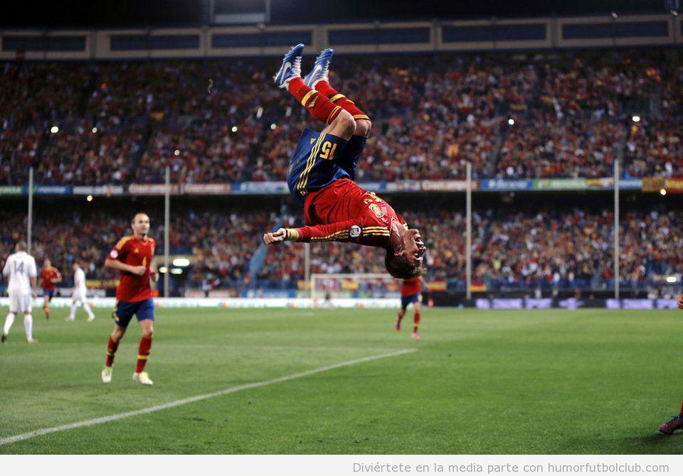 Sergio Ramos celebrando su gol en el España Francia con una voltereta