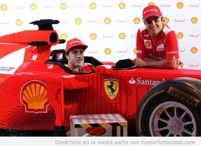 Alonso en un coche Ferrari de Formula 1 hecho con piezas Lego