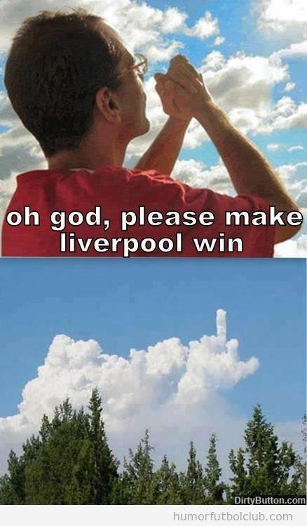 Foto graciosa aficionado pidiendo a Dios que gane el Liverpool