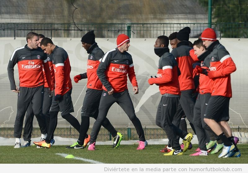 Imagen primer entreno de Beckham con botas rosas con el PSG