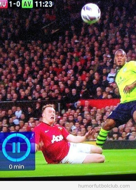 Foto divertida de una cara graciosa de Phil Jones, Manchester United