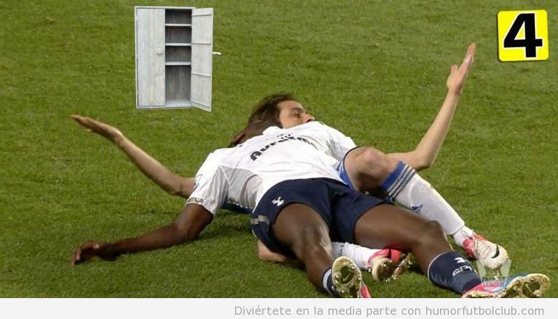 Foto graciosa y comprometida de Adebayor y Benayoun en el Chelsea Spurs