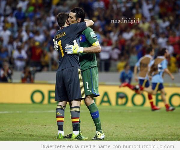 Foto de Casillas y Buffon dándose un abrazo después d elos penaltis de España Italia
