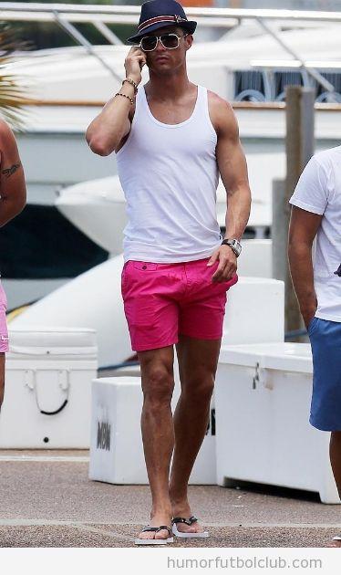 Cristiano Ronaldo con sombrero y pantalones rosas en Miami