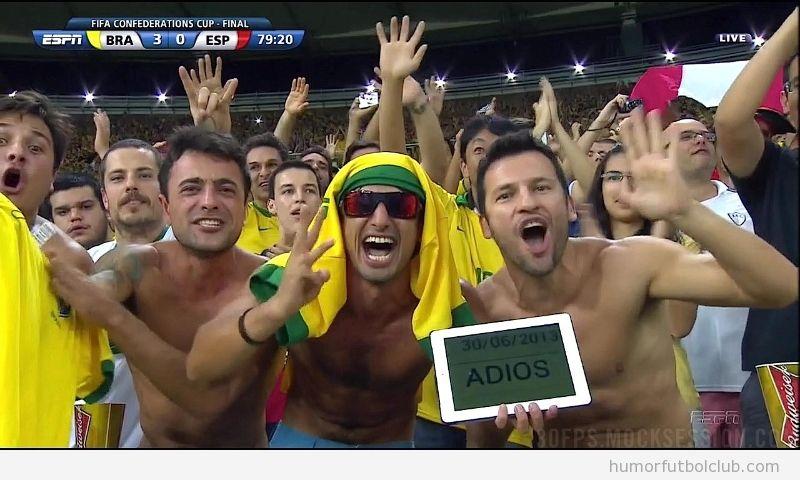 Imagen graciosa de un aficionado de Brasil, trollea a España con un Adios en una tablet