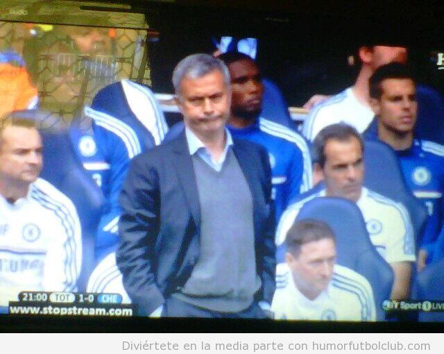 Foto graciosa de Mourinho poniendo cara de Mr Bean después gol Spurs