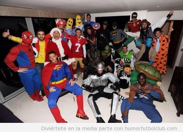 Foto graciosa de los jugadores del Arsenal en la fiesta de Navidad disfrazados