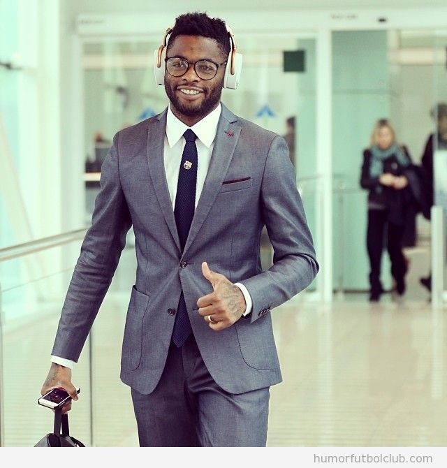 Alex Song Barça con auriculares gandes hipsters