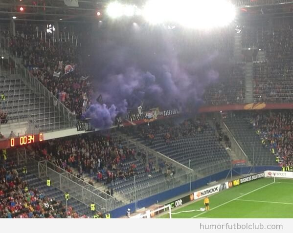 Bomba humo ultras Basel en Salzburg 2