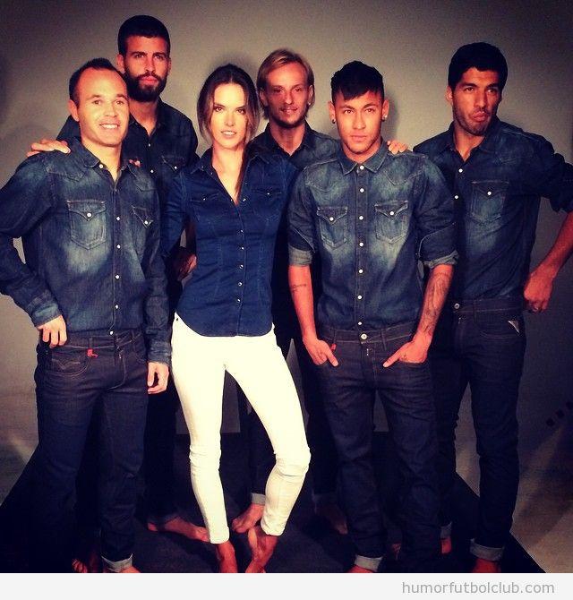 Jugadores Barça vestidos de tejano con Alessandra Ambrosio