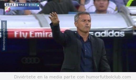 Foto graciosa entrenador Elche parecido razonable Mourinho