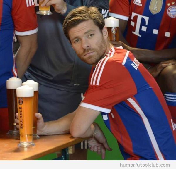 Foto Xabi Alonso bebiendo cerveza en Munich