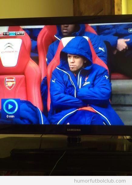 Foto graciosa banquillo Arsenal - Stoke city