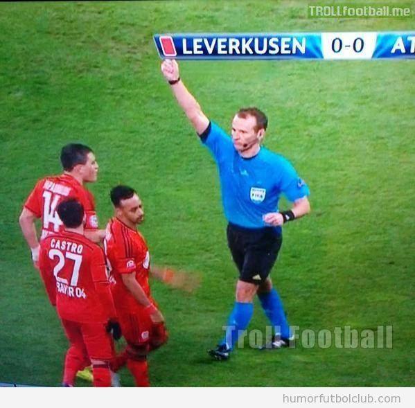 Foto graciosa efecto óptico Leverkusen vs Atlético Madrid