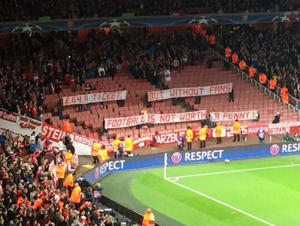 Protesta aficionados Bayern Munich por el precio entradas Champions contra Arsenal