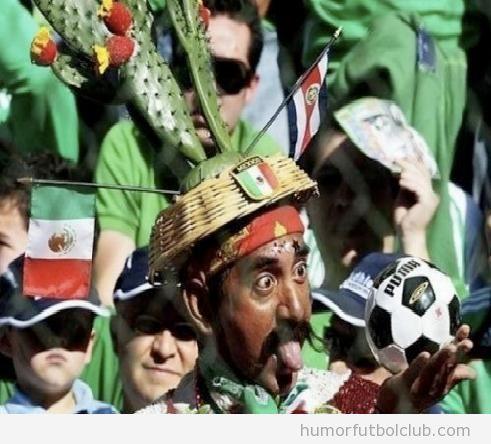 Fan hincha gracioso de la selección Mexico con cactus cabeza