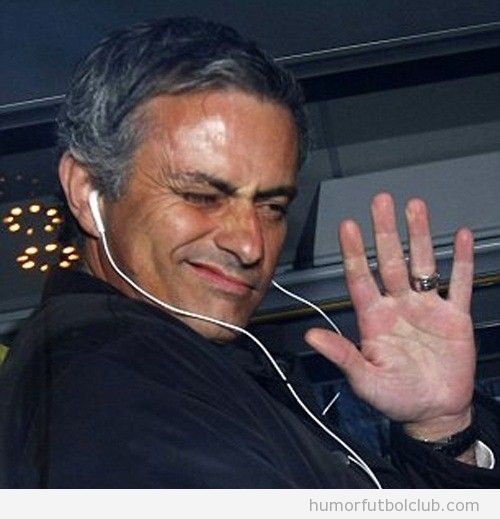 Mourinho dice adiós con la mano abierta a Pep Guardiola