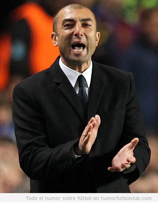 Roberto di Matteo, entrenador del Chelsea, aplaudiendo en la final Champions 2012