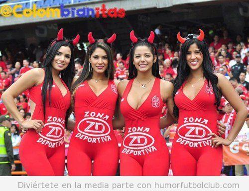 Animadoras sexys del América de Cali vestidas de rojo y de diablesas