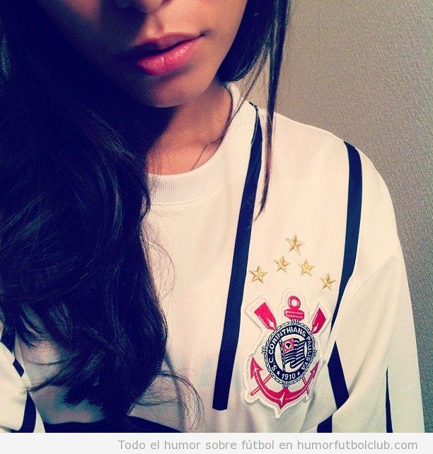 Chica sexy con camiseta del corinthians paulista