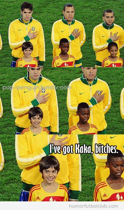 Fotos de la selección de brasil escuchando el himno con la mano pecho y niños