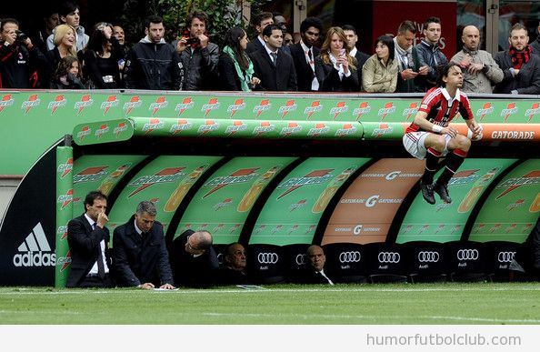 Jugador de fútbol salta al campo con un salto de rana