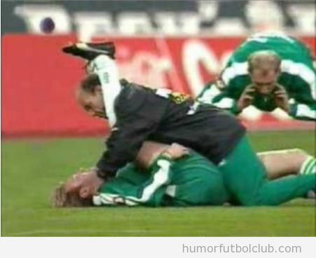 Imágenes graciosas futbolista estirando postura sexual
