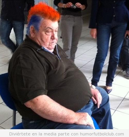 El presidente del Montpellier cumple la promesa de teñirse el pelo de colores