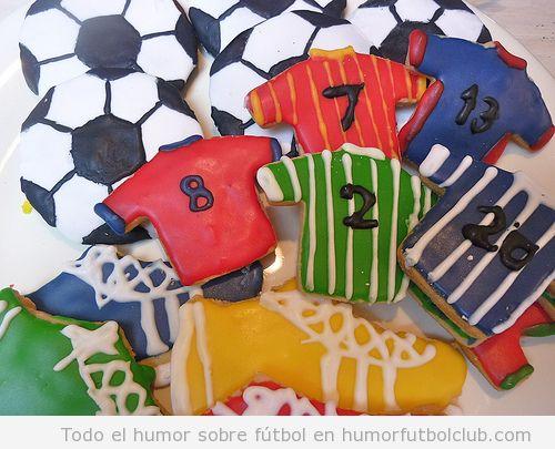Falletas o cookies con forma de camisetas y balones de fútbol