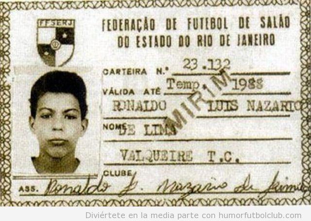 Carnet de fundación fútbol de Ronaldo Luiz Nezario de Lima de niño