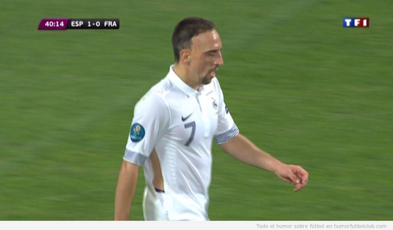Ribery con la camiseta rota en España Francia Eurocopa 2012