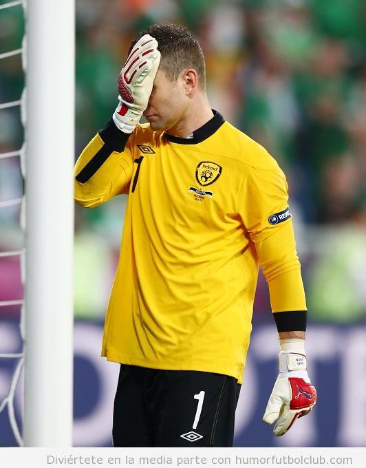Plaka de Shay Given, portero de Irlanda en Eurocopa 2012 lamentándose por un fallo