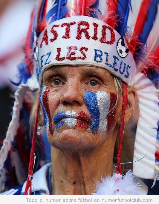 Aficionado selección francesa con plumaje indio Allez les Bleus Eurocopa 2012