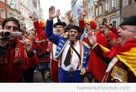 Aficionados de la selección española vestidos de toreros en Polonia, Eurocopa 2012