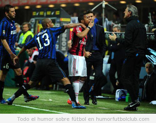 Pique o pelea entre el entrenador delInter milán y un futbolista del AC Milan