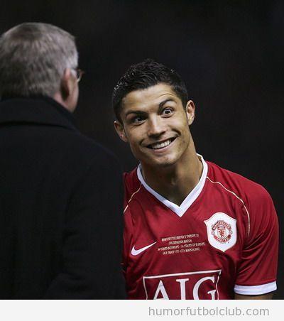 Cristiano Ronaldo con la sonrisa de El Joker en un partido con Portugal en Eurocopa 2012