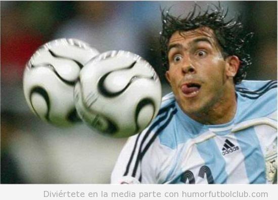 Jugador de fútbol con la lengua fuera parece que se quiera comer balones de fútbol