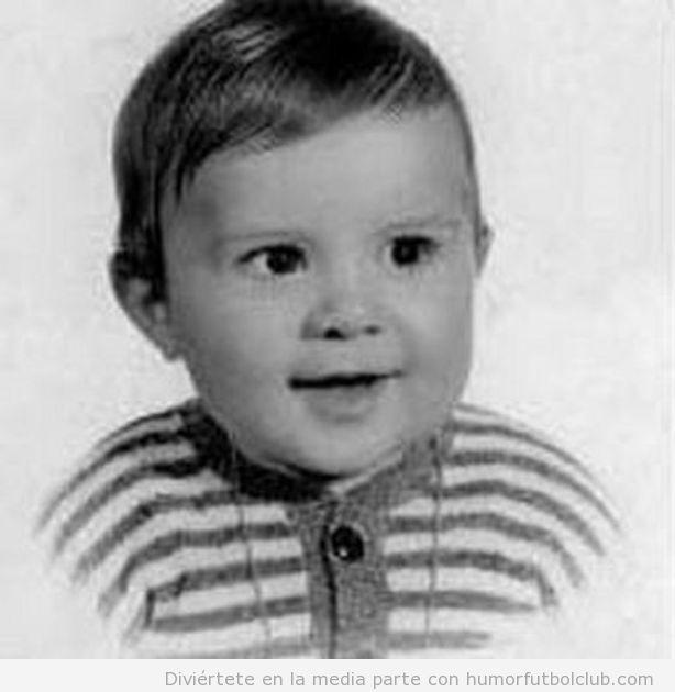 El futbolista Luis Figo de bebé