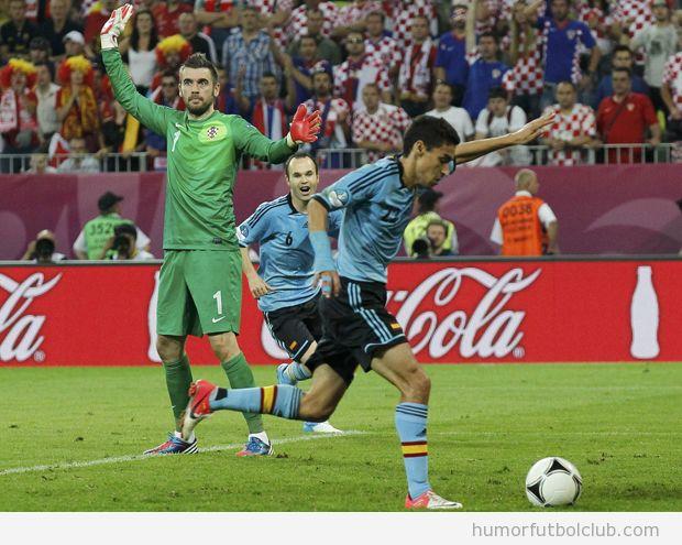 Navas marcando un gol y el portero de Croacia con las manos levantadas España CroaciaEurocopa 2012