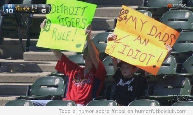 Padre e hijo en las gradas enfrentados como rivales de Detroit Tigers y Sox
