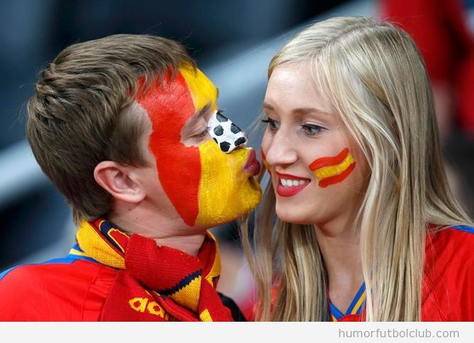 Pareja de enamorados en el españa Portugales semifinales Eurocopa 2012