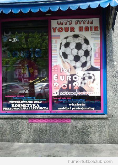 Peluquería te hace el look para la eurocopa, cabeza pintada como balón de fútbol
