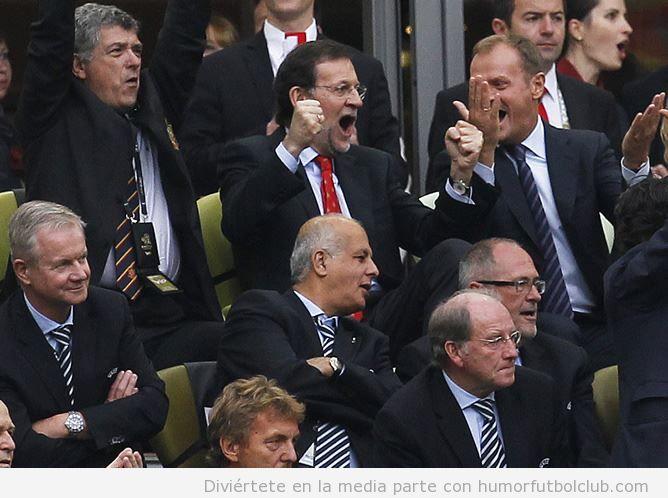 Rajoy celebra eufórico el gol de La Roja ante Italia tras el rescate
