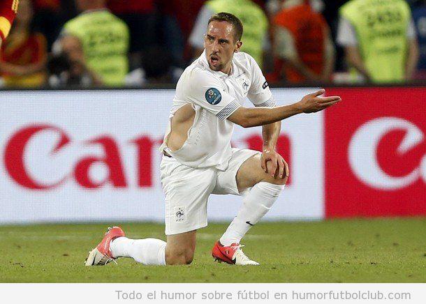 Ribery con la camiseta rota Francia España de Eurocopa 2012