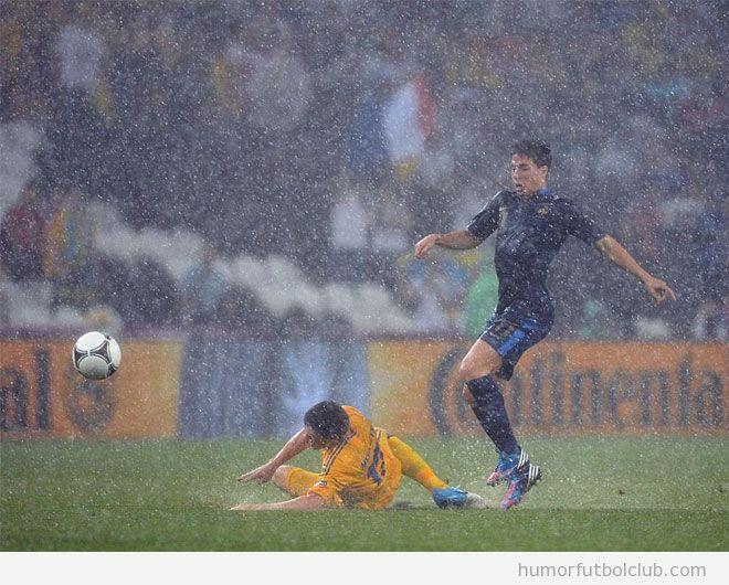 Piscinazo de verdad en Ucrania Francia con mucha lluvia Eurocopa 2012