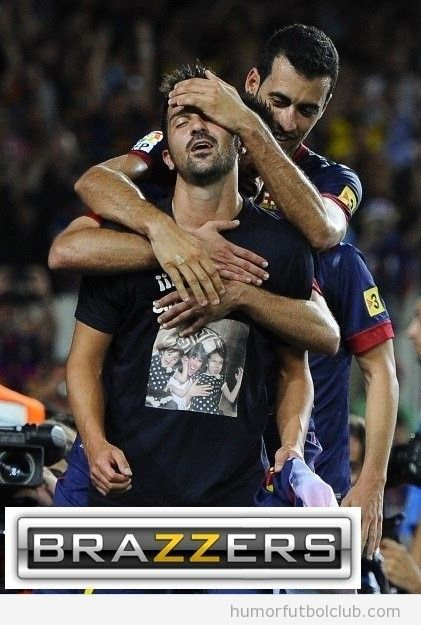 Foto graciosa de Villa con cara de placer en la celebración gol ante Real Sociedad con logo BRazzers