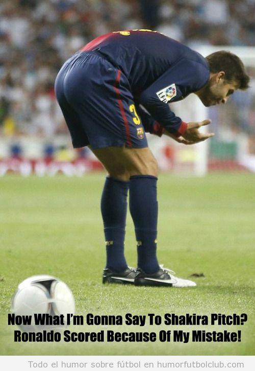 Foto graciosa de Gerard Piqué después del error que favoreció el gol de Cristiano Ronaldo en la Sueprcopa 2012