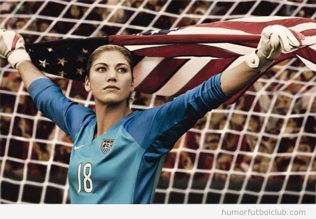 La guapa y sexy portera de Estados Unidos Hope solo sosteniendo la bandera