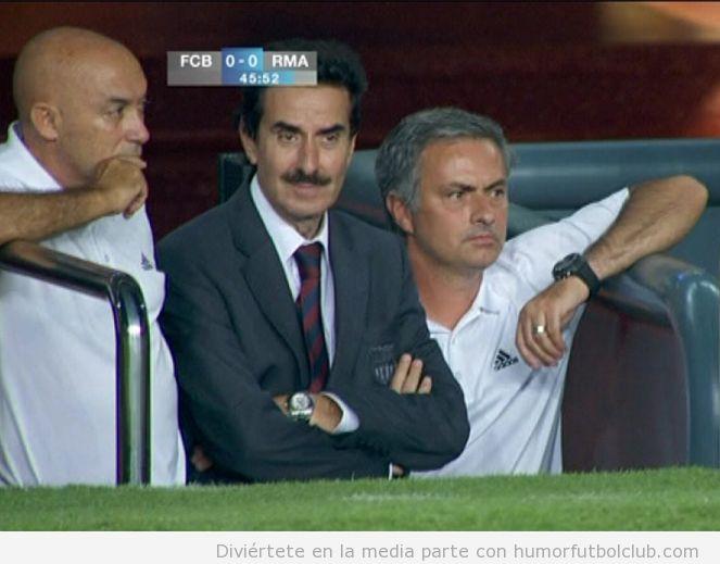 The Observer con Mourinho en el partido de ida Real Madrid Barça Supercopa 2012