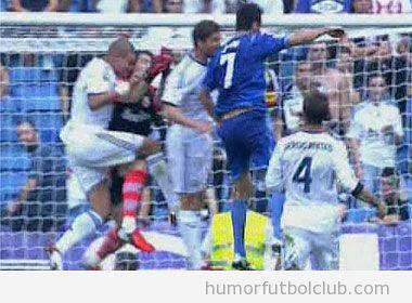 Pepe dando cabezazo a Casillas